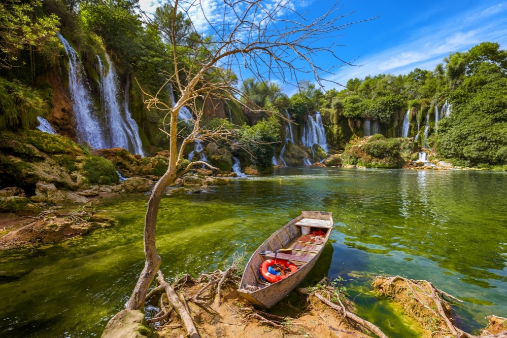 bigstock-kravice-waterfall-in-bosnia-an-129793028_1000